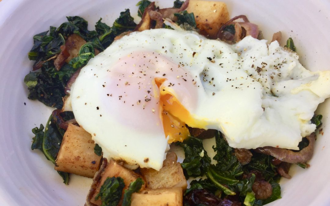 Seasoned Potato, Kale and Onion Breakfast Bowl