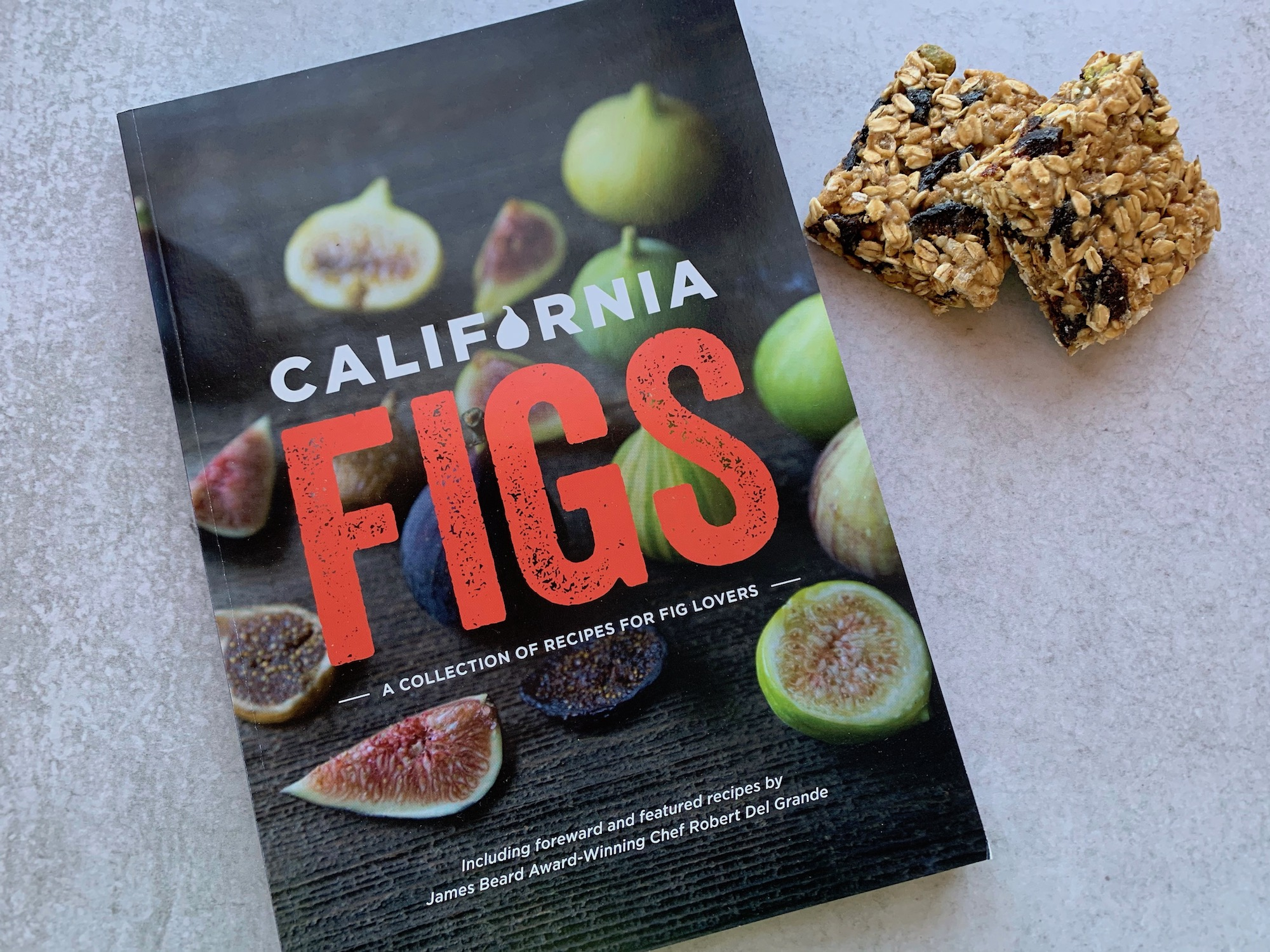 Fig bar recipe, Dried figs recipe, Healthy dried fig recipe, Healthy fig bars, Dried mission figs, Holiday fig recipe, Thanksgiving fig recipe, Fig recipes, vegan, Vegan snack, vegan bar, Ca figs, California figs, Dried figs, Cooking with figs, Baking with figs, Thanksgiving snack, Kid friendly snack, Holiday snack, Holiday recipe, Breakfast bar